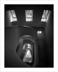Escala al mirador / Stairs to the viewing-point. (ximo rosell) Tags: ximorosell bn blackandwhite blancoynegro bw buildings arquitectura architecture abstract abstracció portugal lisboa llum luz light stairs nikon d750