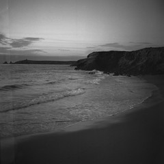l'atmosphère  (atmosphere) (l'imagerie poétique) Tags: limageriepoétique poeticimagery bronica filmforfriday kodaktrix400 selfdeveloped mediumformat ambiance mood sea bretagne 6x6 believeinfilm istillshootfilm filmisnotdead filmforever