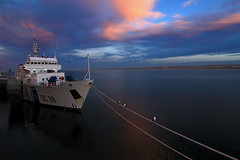 Sunset (Daniel Nebreda Lucea) Tags: ship barco boat bote composition composicion sea mar ocean oceano sky cielo clouds nubes sunset atardecer calm calma nature naturaleza travel viajar color red rojo blue azul water agua landscape paisaje old viejo antiguo harbour puerto port argentina madryn canon 60d 1018mm light luz lights luces atmosphere atmosfera silence silencio transportation transporte animal nwn