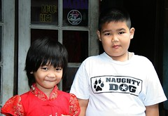 naughty dog and his sister (the foreign photographer - ฝรั่งถ่) Tags: naughty dog boy shirt sister red chinese new year dress khlong thanon portraits bangkhen bangkok thailand canon kiss