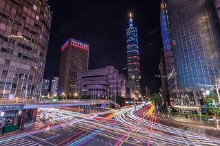 106年雙�國慶信義路車軌 #Taiwan #Taipei #信義� #信義基隆路� #車軌 #星芒 #�北101 #Taipei101 #雙�節 #國慶日 #Canon #EOS80D #t116