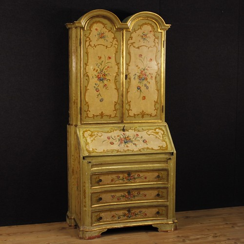Venetian lacquered, golden and painted trumeau with floral decorations