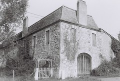 Farm House (Martin Siegel) Tags: kentmere 400cosina107swjupiter 12 analog film sw bw analogue nofilter filmphotography france dordogne nouvelaquitaine