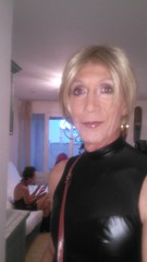 Prête pour une soirée en club au Cap d'Agde Ready for clubbing evening at the Cap d'Agde (magda-liebe) Tags: crossdresser french travesti closeup