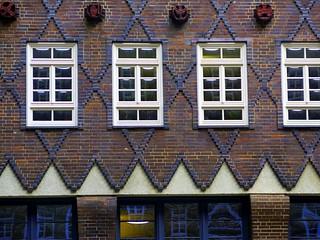 Hamburg: Windows and brick pattern of the Sprinkenhof building by Hans & Oskar Gerson (1925)