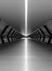 beam me up (Blende1.8) Tags: london docklands crossrailplace station bahnhof futuristisch futuristic modern contemporary architecture architektur symmetrie symmetry beam licht light line linien mono monochrome schwarzweiss black white carstenheyer nikon d610 building tunnel tunnelview tunnelblick sigma sigma1224mmhsmii 1224mm