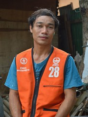 handsome motorcycle taxi driver (the foreign photographer - ฝรั่งถ่) Tags: handsome young motorcycle taxi driver number 29 khlong thanon portraits bangkhen bangkok thailand nikon d3200