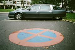 000020080013 (Barnaby Nutt) Tags: tee film kodakportra400 leicam6 roadtrip summicronm35 corbusierhaus citroen cx classic no parking