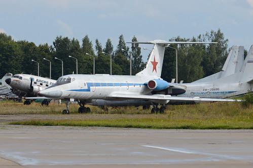Tupolev Tu-134UBL '48 blue'