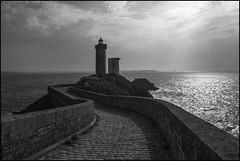 Phare du Petit Minou... (De l'autre côté du mirOir...) Tags: pharedupetitminou mer eau phare ciel océan finistère 29 fr france french nikon nikkor d810 nikond810 noiretblanc noirblanc nb blackwhite négroyblanco monochrome bw lighthouse merdiroise bretagne breizh bzh brittany thelighthouse