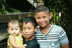 boys and baby (the foreign photographer - ฝรั่งถ่) Tags: three boys baby khlong thanon portraits bangkhen bangkok thailand canon