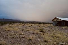 Se viene la nieve! / Snow is coming! (pepelara56) Tags: atardecer montañas montaña cabaña bruma