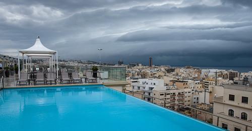 Ausblick von der Hotelterrasse auf Schlechtwetterfront
