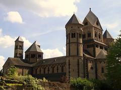 Kloster Maria Laach in der Eifel (magritknapp) Tags: deutschland eiffel klostermarialaach bäume himmel wolken