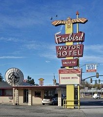 Firebird Motor Hotel - Cheyenne,Wyoming (Rob Sneed) Tags: usa wyoming cheyenne classic neon vintage firebirdmotorhotel motorhotel americana independent business highway83 urban urbex roadtrip motel arrowsign kitchenettes office 20thcentury firebird satellitedish cabletv