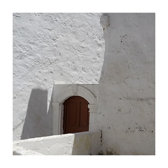 (giovdim) Tags: nisyros giovis greece white architecture door traditional minimal light lines curves travel νίσυροσ