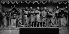 2 - Reims - Cathédrale Notre-Dame - Tympan du portail des Saints - Martyre de saint Nicaise (melina1965) Tags: reims marne grandest octobre october 2017 nikon d80 noiretblanc blackandwhite bw macro macros église églises church churches façade façades sculpture sculptures basreliefs basrelief