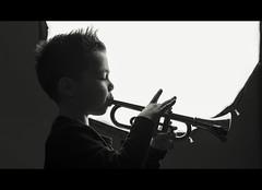 (Photo-LB) Tags: portrait nikon d800 nikon58afs godox lumière flash nikond800 godoxad360ii trompette musique jouet contrejour
