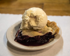 Homemade Blackberry Pie (wplynn) Tags: coppercreekinn mtrainiernationalpark mtrainier washington state restaurant inn blackberry pie blackberries dessert homemade