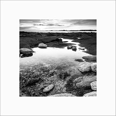 Saint Guénolé #9 (Guillaume et Anne) Tags: saint guénolé bretagne penmarch finistère france mer sea plage canon 6d 24105f4lis 24105 24105f4 noiretblanc bw filtre filters lee leefilters nd12 hard big stopper nisi polarisant polarizer poselongue longexposure