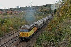 24-10-2017 56087 approaches Park Lane Jnc passing the site of Tyneside Central Freight Depot (steveporrett) Tags: 24102017 56087 park lane jnc junction 24 october 2017 autumn leaves passing site tyneside central freight depot railway locomotive train tracks track gb great britain uk united kingdom gateshead england county tyne wear colas rail class 56 grid type 5 british paxman coco 6s26 seaham harbour oxwellmains empty cement pca