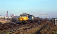 56099 working a mgr coal train passes the Avenue coking plant on a damp day in February 1988. I Cuthbertson collection (I C railway photo's) Tags: class56 grid 56099 avenuecokingplant largelogoblue mgr coaltrain