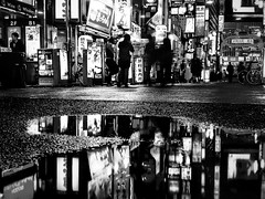 - the urban night -  #night #city #reflection #light #urban #blackandwhitephotography #blackandwhitephoto #blackandwhite #bw #bnw #monochrome #monochromephotography #other #freestyle #iphone (victor_erdi) Tags: night city reflection light urban blackandwhitephotography blackandwhitephoto blackandwhite bw bnw monochrome monochromephotography other freestyle iphone
