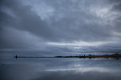 Keflavik (idlphoto) Tags: keflavik islandia iceland reflejo reflection nubes clouds minimalism minimalismo canon idlphoto