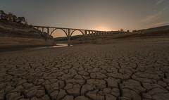 El río... (Amparo Hervella) Tags: viaductodeentrepeñas guadalajara españa spain paisaje puestadesol atardecer río sequía naturaleza largaexposición d7000 nikon nikond7000