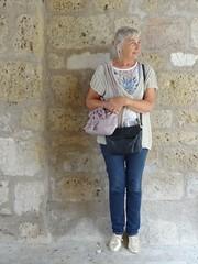 Autoportrait en attendant que la pluie s'arrête, Surgères (17) [Explore du 1 septembre 2017] (Yvette G.) Tags: autoportrait portrait 1mois1thème surgères 17 charentemaritime poitoucharentes nouvelleaquitaine yvette