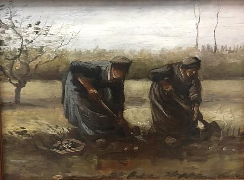 Aardappelrooiende boerinnen