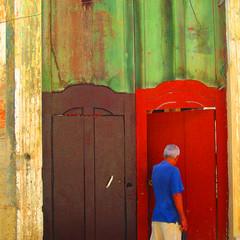 Color moment (woolgarphilippe) Tags: wall man homme cubain cuban cuba habana havane porte portes door doors open ouvrir square carré colors couleurs color couleur