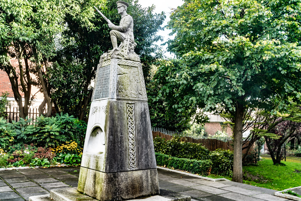 THE IRISH VOLUNTEER MONUMENT IN PHIBSBORO [PHOTOGRAPHED 2 OCTOBER 2017]-133009