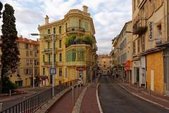 Cannes / Rue Maréchal Joffre (Pantchoa) Tags: cannes ruemaréchaljoffre architecture ville immeuble façades perspective rue nikon d7200 sigma 1750mmf28 paysage urbain nuages côtedazur