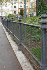 Long fence around a garden - Paris (Monceau) Tags: long fence sturdy garden paris