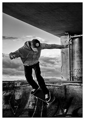 (TM1ka) Tags: monochromeblackandwhitenoiretblancswbwleicamsummicron 50 20 v street streetphoto urban tm1ka vienna austria seestadt skatboard