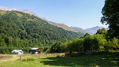 Postsowiecka baza alpinistyczna Zeskho (1800m). U gory widać Tetri Ustnobi 4049m, Zeskho 3792m i Marjanishvili 3555m (Tomasz Bobrowski) Tags: zeskhobasecamp zeskho wspinanie mountains tetriutsnobi kaukaz góry marjanishvili gruzja białanieznajoma caucasus georgia climbing