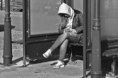 iPod Girl (G Reeves) Tags: nikond810 garyreeves outside urban town seaford eastsussex bw blackwhite blackandwhite monochrome closeups streetphotography street people workers life men women man woman nikon ipod
