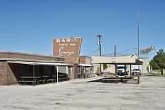 Bar-L Drive Inn Lounge - Wichita Falls,Texas (Rob Sneed) Tags: usa texas wichitafalls northtexas barldriveinnlounge lounge bar driveinn beer neon vintage urban urbex texana americana picnictables neighborhood roadtrip local independentbusiness