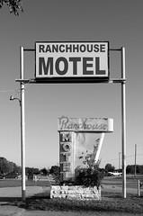 Ranch House Motel (dangr.dave) Tags: architecture burkburnett downtown historic texas tx wichitacounty neon neonsign ranchousemotel ranchhousemotel
