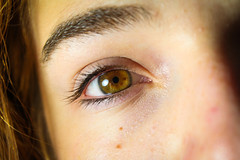 Just eyes (Thomas Verleene) Tags: oeil eye eyes yeux brown marron couleur couleurs beginner beginners amateur amateurs eos dslr light macro cheveux canon cheveu bokeh