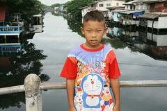 he is doraemon! (the foreign photographer - ฝรั่งถ่) Tags: boy bridge hello am doraemon khlong thanon portraits bangkhen bangkok thailand canon kiss