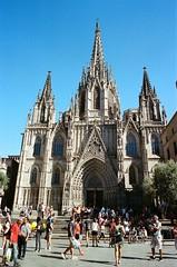 Catedral Barcelona (-Chack-) Tags: flickr forzado800 portra film pushed analoge 50mmf18 analogue ciudad kodak canon canonae1 analog españa pushed800 analogo city vacaciones portra400 barcelona canonae1program