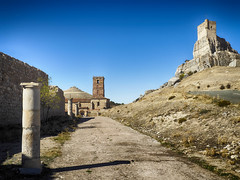 Verticales (la_magia) Tags: lineasverticales arte arquitectura medieval romanico torre castillo piedras montaña muralla arcos castillodeatienza iglesiadesantamaríadelrey atienza guadalajara españa