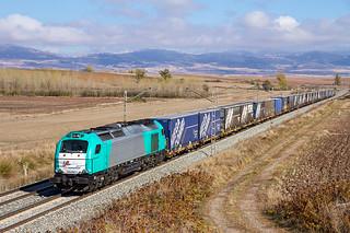 MegaCombi de Transfesa con el tren de Ikea a cargo de la 335.004