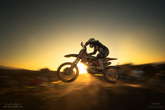 Barriendo a Contraluz (diegogm.es) Tags: olympus em1 mzuiko714mmf28pro sport deporte motocross motorbike barrido panning atardecer sunset light luz momento moment