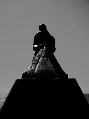 2017-10-21_12-27-39 (georgekells) Tags: statue monument metal beach sea ocean water stone silhouette dark highlights monochrome blackandwhite uncropped salou spain travel writing inscription tonalcontrast stark fisherman