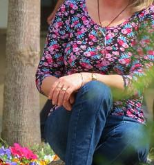 recato (jakza - Jaque Zattera) Tags: primavera novapetropolis praçadasflores mão pose pernas óculos frenteafrente