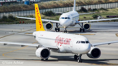Pegasus A320N taxing for departure from Barcelona with a normal Vueling A320, a very nice size comparison of the engines can be made here. 18.9.17 (Yazn Achtar) Tags: subhanallah planespotter photographyatitsbest planespotting photography photooftheday planes beautiful beautifulshot barcelona elprat bcn pegasus turkey vueling airbus a320 a320n amazing photograhyatitsbest nikonphotography amazingshot aircraft aviation salam
