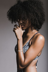 Marine (..norm../www.aucoindeloeil.fr) Tags: studio light blackgirl afro beauty form sexe sex sexy lips hair portrait canon 2017 marine regard eyes black white blackwhite water